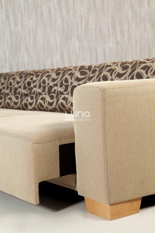 Detail na výsuv modernej sedačky MAMBA s výrazným vzorom na operadlovej časti.