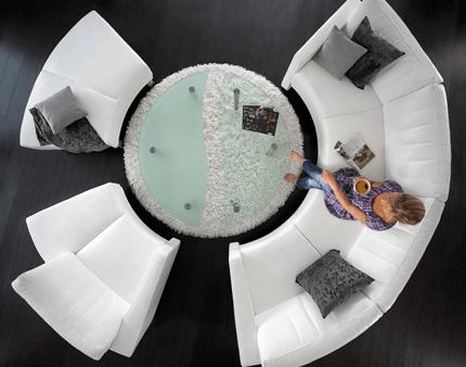 Záber zvrchu na rohovú sedačku MILANO v oblúkovom prevedení.