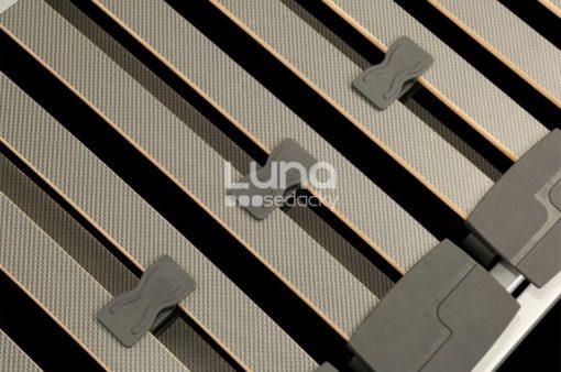 Detail na lamely Moto roštu Carbon Expert Moto.