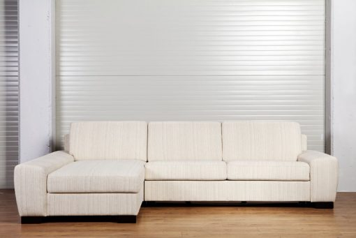 Pohodlná rozkladacia sedačka ORLANDO v krémovej farbe.