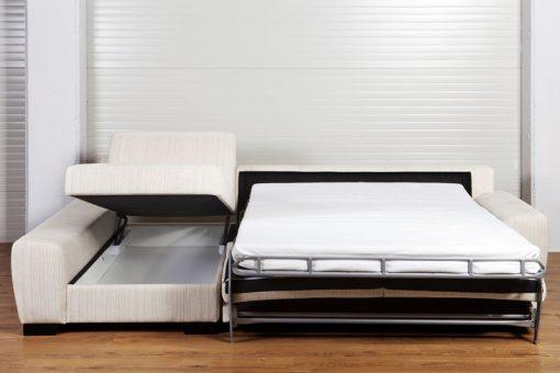 Pohodlná rozkladacia sedačka ORLANDO v rozloženom stave s otvoreným úložným priestorom.