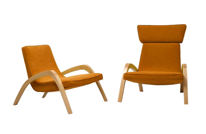 Dve dizajnové relaxačné kreslá JAZZ a JAZZ MAX, jedno bez hlavovej opierky, v oranžovom čalúnení.