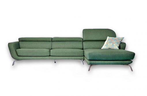 Moderná pohovka SEATTLE v zelenej farbe so zdvihnutou opierkou hlavy.