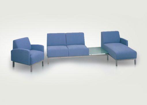 Štýlová sedačka OAKLAND na kovovej podnoži s odkladacím priestorom v modrej farbe.