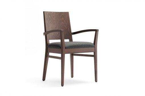 Drevená stolička TEXAS s čalúneným sedákom, drevenou chrbtovou opierkou a ručnými opierkami.