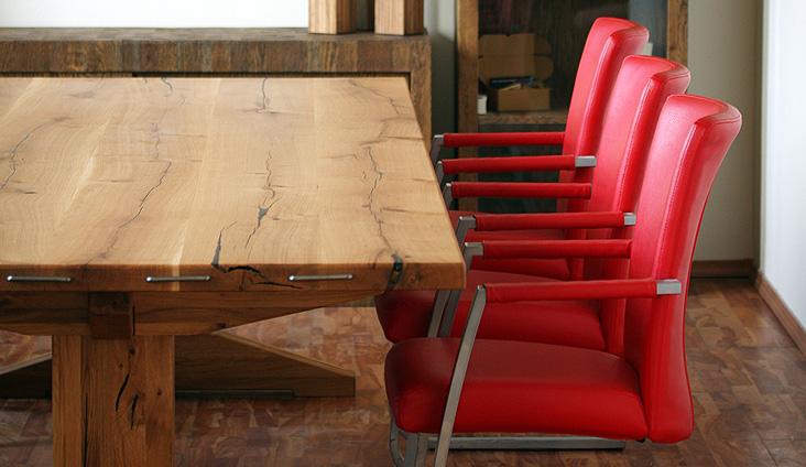 Detail na jedinečný celomasívny stôl Detvan.