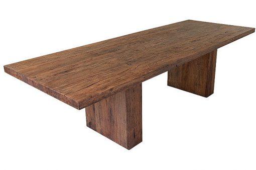 Ocelot je naozajstný kus prírody s priznanými prasklinami a zvýraznenými rozdielmi medzi jarným a letným drevom.