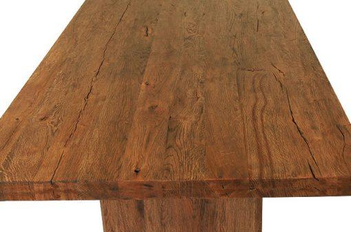 Detail na celomasívny jedálenský stôl Ocelot.