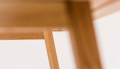 Detail na jedálenský stôl TENKY zospodu.