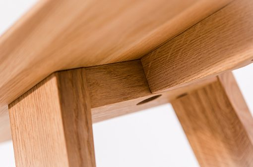 Detail lavice TENKY zospodu.