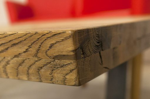 Detail na spojenie roh stola MERAN.