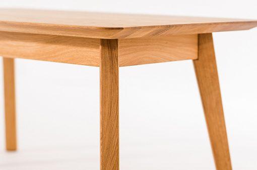 Detail na celomasívny spoločenský stôl Novila.