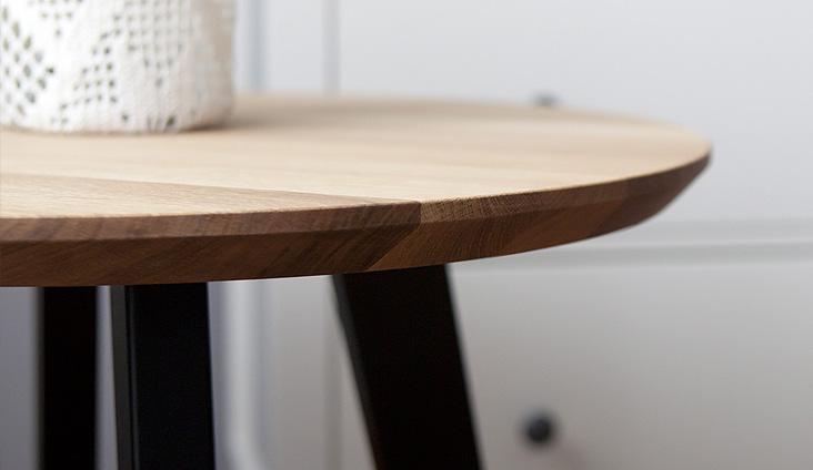 Detail na spoločenský stôlík POLO.