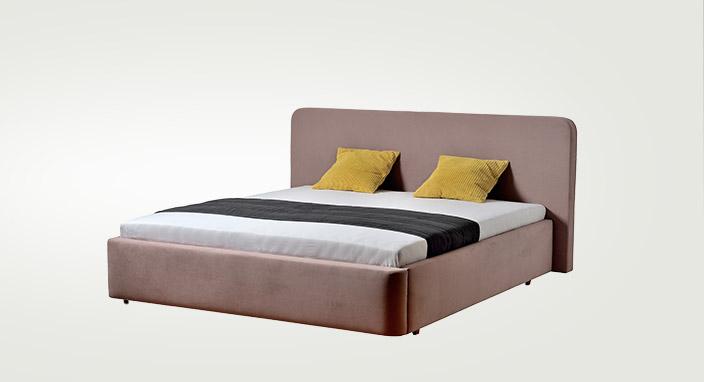 Moderná čalúnená posteľ SALERNO v hnedej farbe.