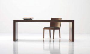 Jedálenský drevený stôl s jednou stoličkou, značka Brik.