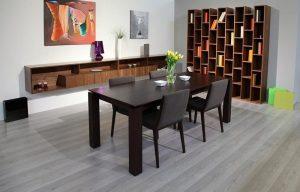 Jedálenský drevený stôl v interiéri, značka Brik.