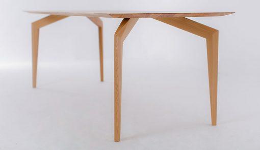 Výrazný dizajnový celomasívny stôl SPIDER.