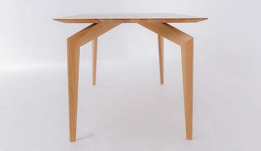 Výrazný dizajnový celomasívny stôl SPIDER zboku.